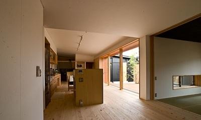 ANA   nHOUSE -ガレージで囲われた中庭のある平屋- (家族室)