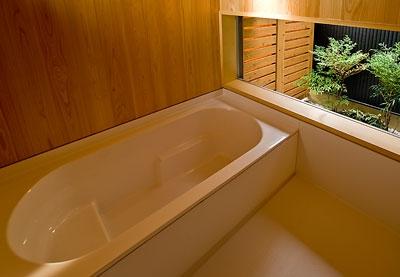 ANA   nHOUSE -ガレージで囲われた中庭のある平屋- (浴室)