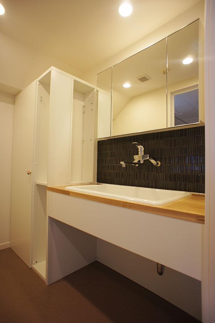 猫の遊び場とインテリアが一体化。 夫婦と姉妹猫が仲良く暮らす家 - NECODOMA -の部屋 トイレ