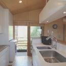 新井敏洋・眞理の住宅事例「小さな家~緑の中で暮らす木のアトリエ付住宅~」