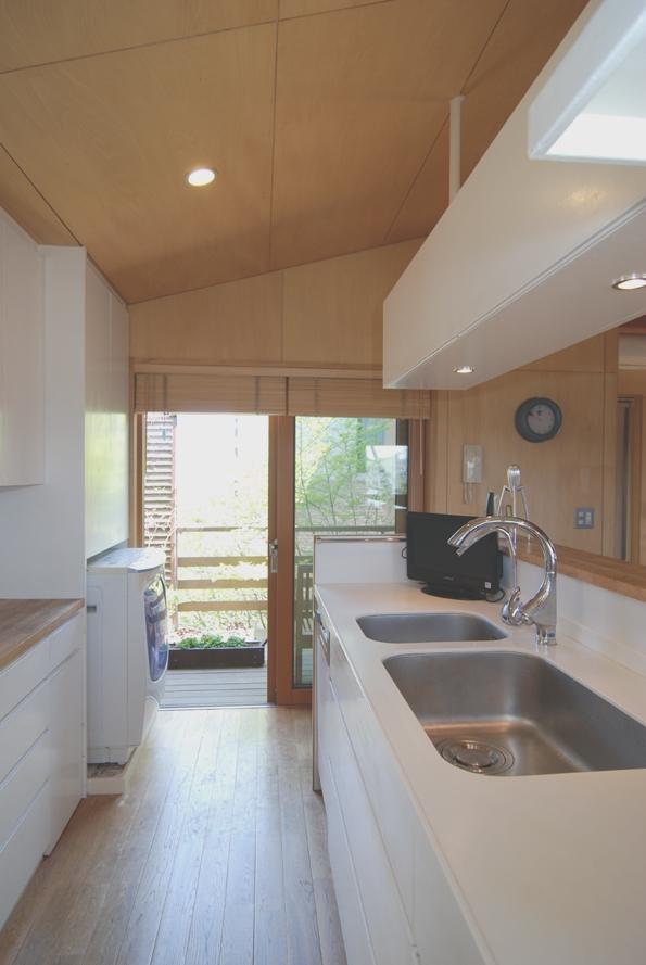 小さな家~緑の中で暮らす木のアトリエ付住宅~ (製作キッチンをすすめたい)