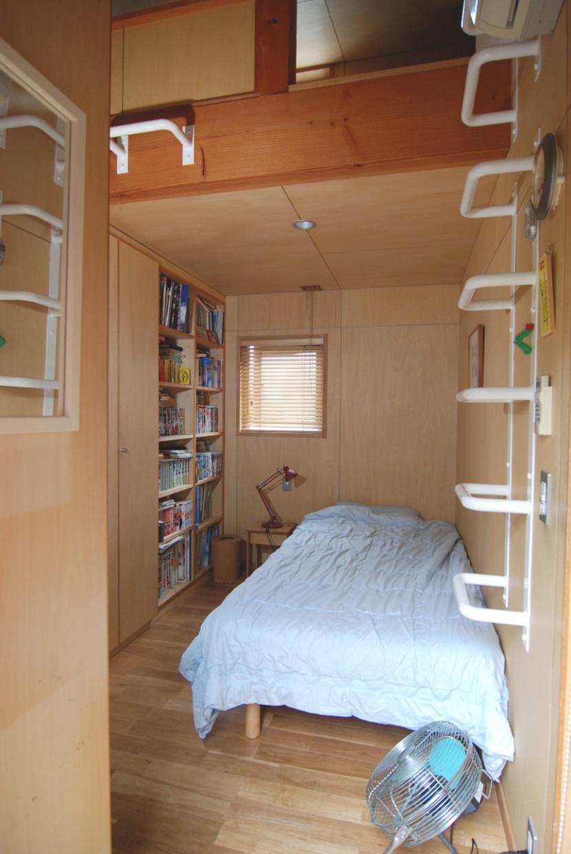 小さな家~緑の中で暮らす木のアトリエ付住宅~ (子どもに個室はいらない)