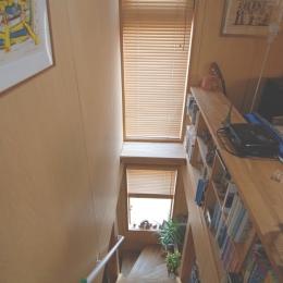 階段で本を読む