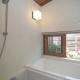 小さくても浴室には窓が欲しい (小さな家)