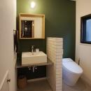 『ROPA』 ― 駆けられる家の写真 2F洗面室・トイレ