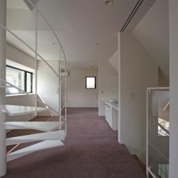 ひかりを組み込む家 (螺旋階段を上がると屋上テラス)