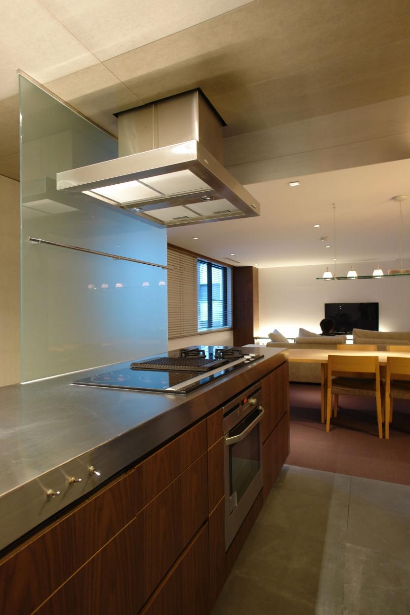 Homat Orientの部屋 キッチンからリビングダイニング2