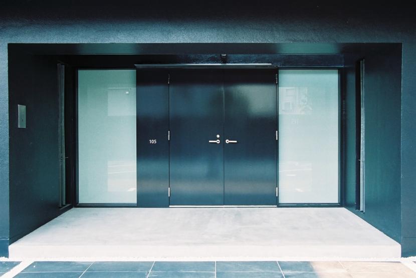 1階住戸玄関 (Luxeair)