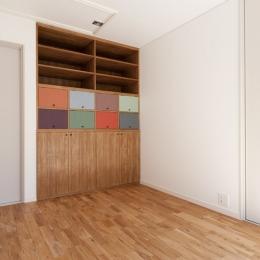 武蔵野の緑に映える青屋根の家 – jasmin bleu - (2F洋室)