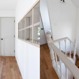 武蔵野の緑に映える青屋根の家 – jasmin bleu - (2F廊下・階段)