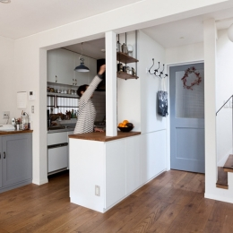 アンティーク雑貨が揃うカフェのような美しい住空間 – BASC GRAY - (リビング・キッチン1)