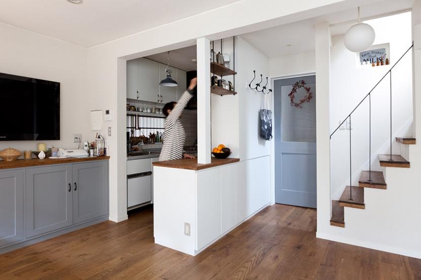 リビング・キッチン1 (『BASC GRAY』 ― 飾る、見せる)
