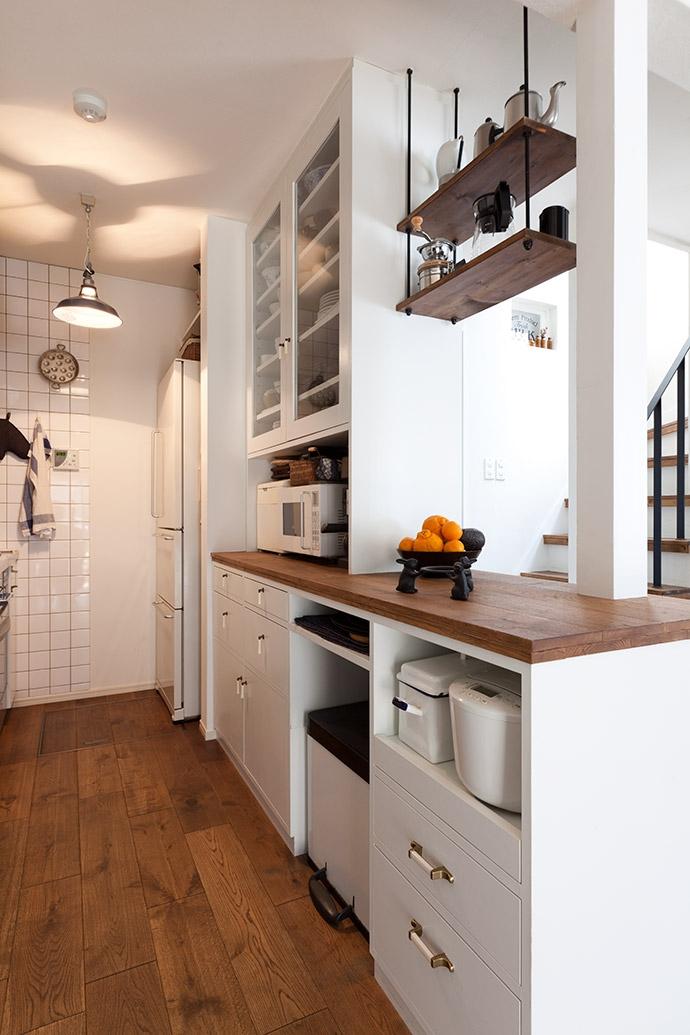 アンティーク雑貨が揃うカフェのような美しい住空間 – BASC GRAY -の部屋 キッチン1