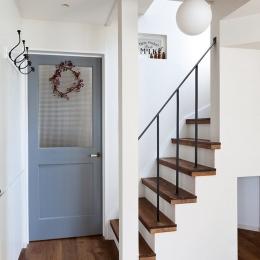 『BASC GRAY』 ― 飾る、見せる (階段)