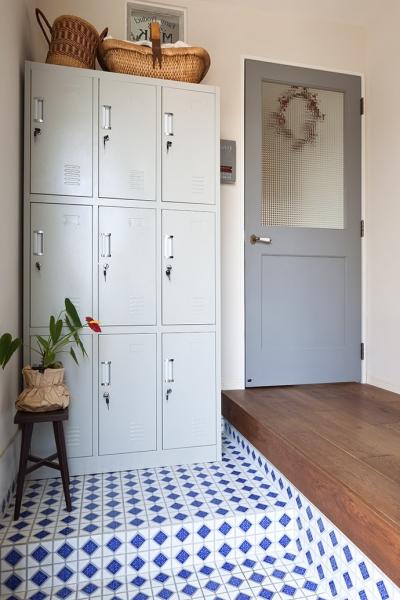 玄関 (『BASC GRAY』 ― 飾る、見せる)