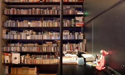 本棚|風格漂う中野ブロードウェイで ワインを楽しむ 大人リノベーション