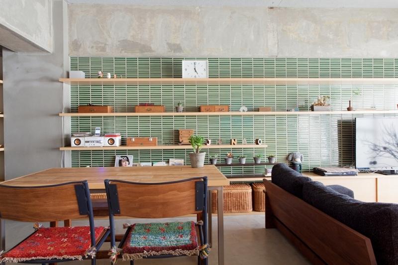 リフォーム・リノベーション会社:EcoDeco(エコデコ)「壁のシェルフがマイギャラリー 愛猫と暮らす料理人夫婦」