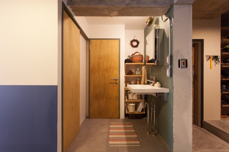 家を育てるリノベーション 好きなものに囲まれた暮らし (バスルーム)