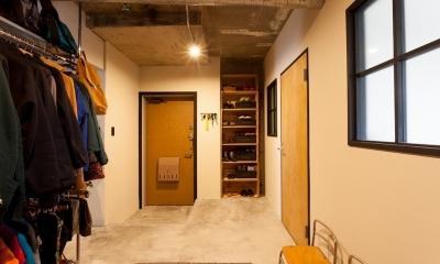 家を育てるリノベーション 好きなものに囲まれた暮らし (玄関土間1)