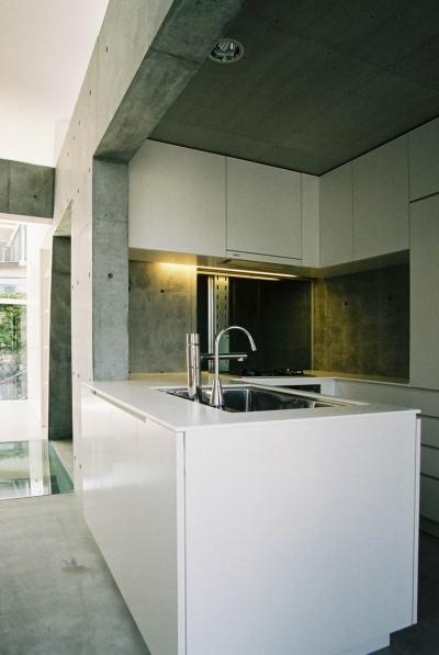 キッチンからリビングダイニング2 (T-House(2S))