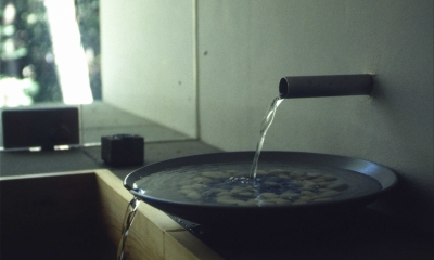 軽井沢コートハウス (浴室(水注ぎ))