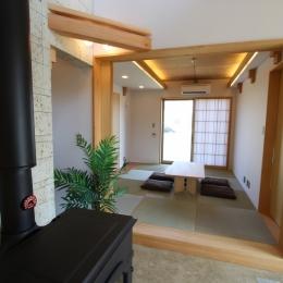 海の見える家 (土間より和室を見る。客間になったり、ゴロンと横になったり、和室があると重宝します。)