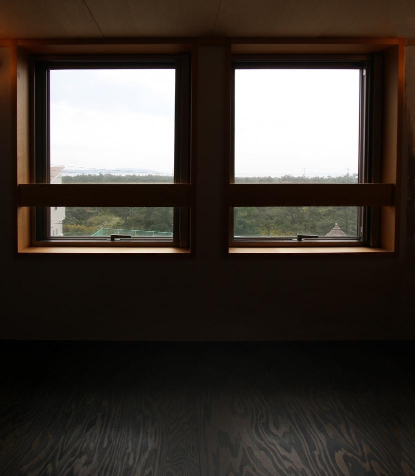 海の見える家 (ロフトから100m先の海が見えます。なかなかの展望。)