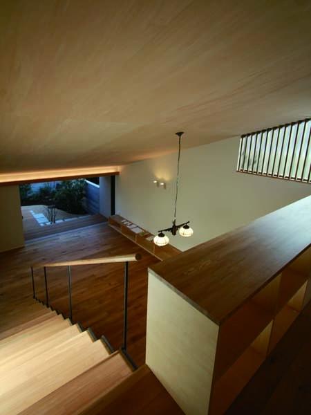 若林M邸-既存樹木を活かした3つの中庭を配する棲家-の部屋 吹き抜け