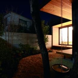 若林M邸-既存樹木を活かした3つの中庭を配する棲家- (鎖樋)