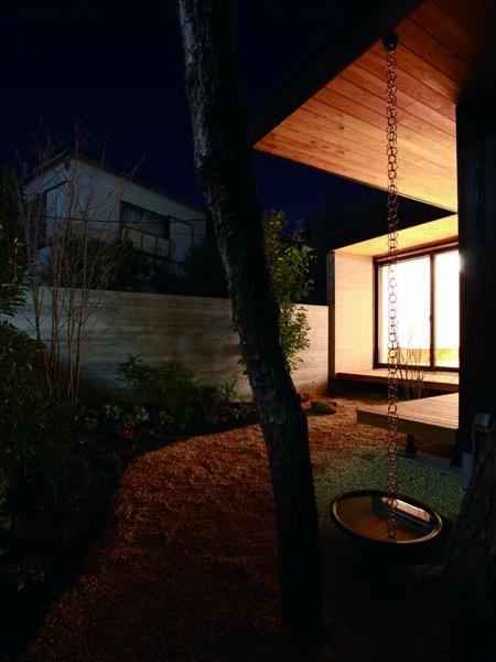 若林M邸-既存樹木を活かした3つの中庭を配する棲家-の写真 鎖樋