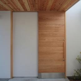 入間町A邸-中庭とデッキテラスを中心に配した二世帯住宅- (玄関ドア)