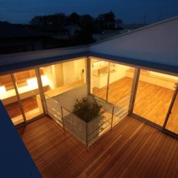 建築家 遠藤誠の事例「入間町A邸-中庭とデッキテラスを中心に配した二世帯住宅-」