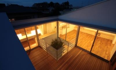 入間町A邸-中庭とデッキテラスを中心に配した二世帯住宅-