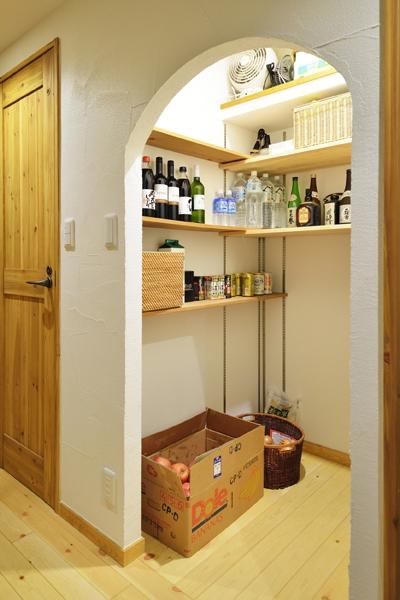 オーダーキッチンのある家の部屋 かまくら収納