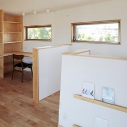 カフェ・ライブラリーの家 (書斎と絵本コーナー)