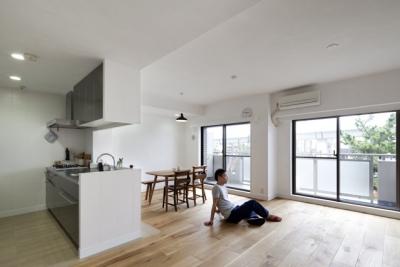 住吉川の家:神戸市のマンションリノベーション . 古材・漆喰を使ったスケルトンリフォーム (リビングダイニング)