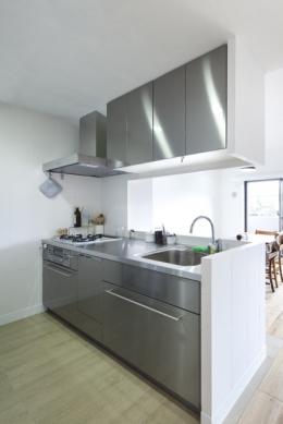 住吉川の家:古材・漆喰を使ったスケルトンリフォーム (キッチン)