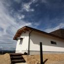 屋根裏ゲストルームのある平屋建て住宅