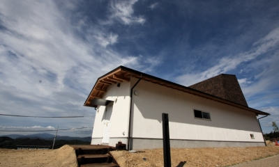 箕面森町の家:箕面森町の注文住宅 . 屋根裏ゲストルームのある平屋建て住宅 (道路からの外観)