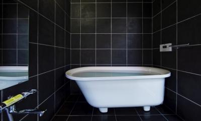 甲南の家:神戸の注文住宅 . ガレージハウス (浴室)