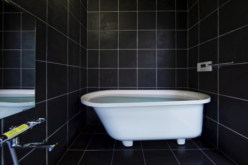 甲南の家:ガレージハウス (浴室)