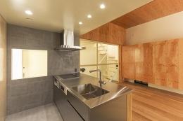 旭区の家:デザインを極めた黒い箱(住人十色) (キッチン)