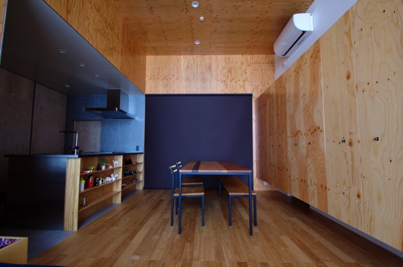 デザインを極めた黒い箱の部屋 ダイニング