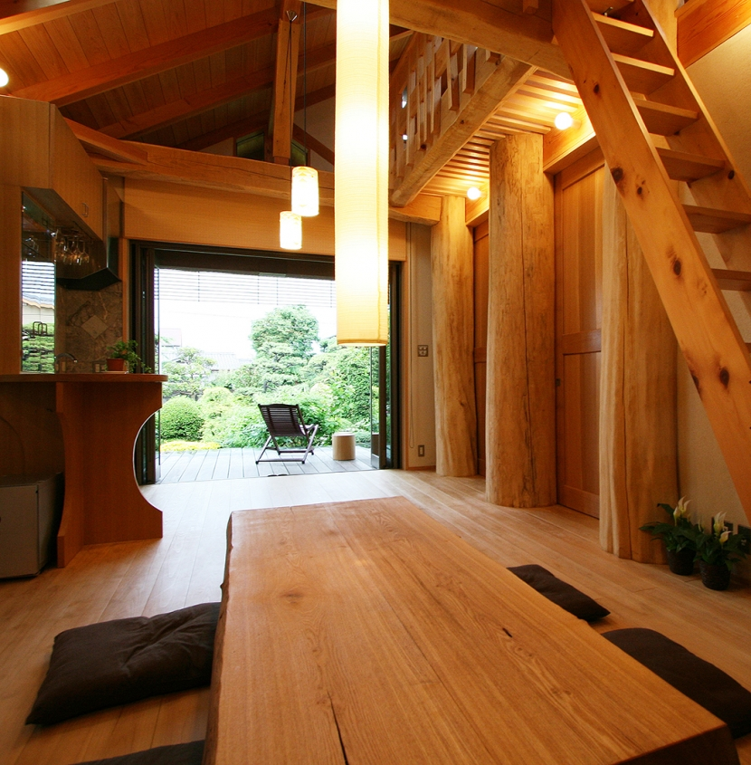 建築家:遠藤 浩「大木を柱に3本使った家」