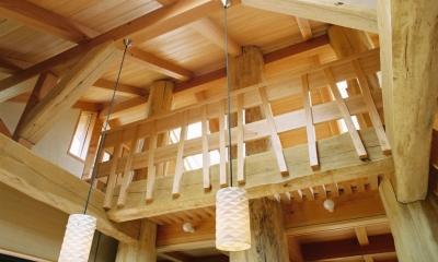 大木を柱に3本使った家 (ロフト手摺)