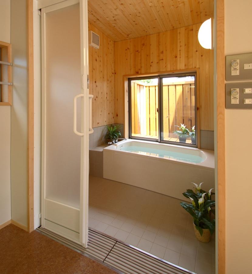 全て障子で仕切る家の部屋 車椅子でも楽々バリアフリー浴室