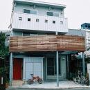 コンパクトな3階建て二世帯住宅