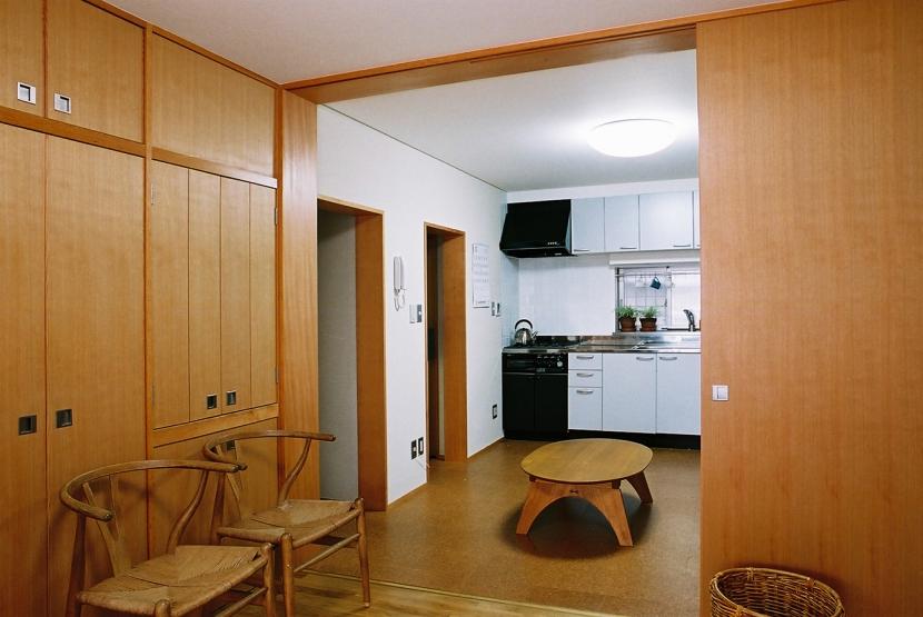 空中テラスのある二世帯の家の部屋 二間続きの親世帯の部屋