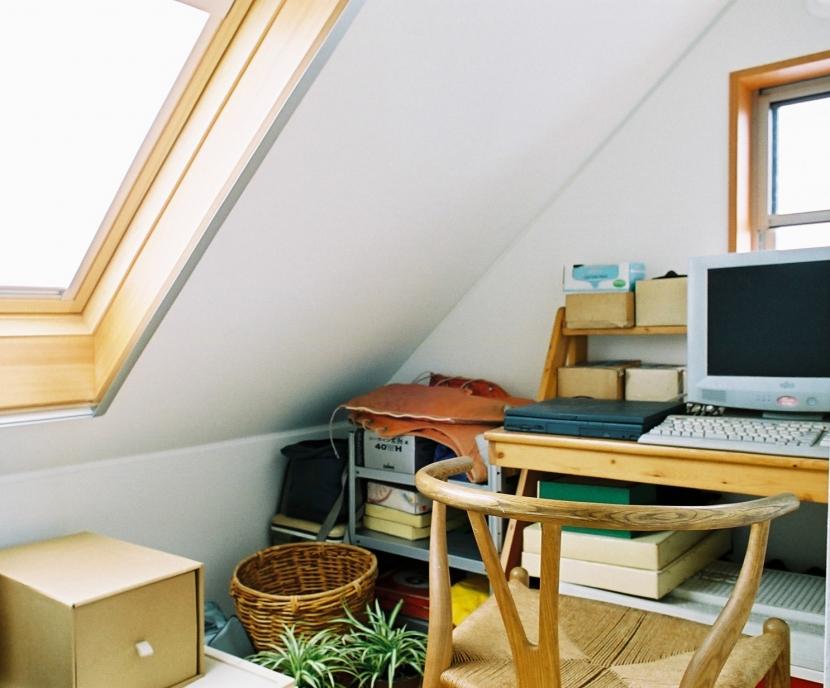 空中テラスのある二世帯の家 (書斎)