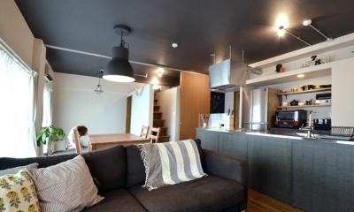家の中にも遊び場を 生活を豊かにするロフト&階段スペース (リビング2)